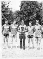 La Călugăreni, antrenorul Cosmescu cu tineri de 22-23 de ani: Otto Wermescher, Cezar Răducanu, Gyula Gallovits, Eugen Pop