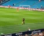 Pantilimon în faţa peluzei cu fani polişti, în Eastlands, la ultimul joc al violeţilor în eurocupe
