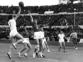 CE de baschet feminin din 1952 pe stadion la Moscova. Photo source: www.fibaeurope.com