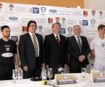 Bărbuț, Robu, Anton, reprezentantul sponsorului principal, primarul Raimond Rusu, și Dragomir (dreapta)