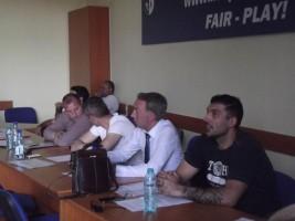 Bogdan Boldea, la cravată, între Stolojan și Rădoi