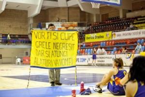 La finalul unui meci la acel campionat din 2011 de la Oradea